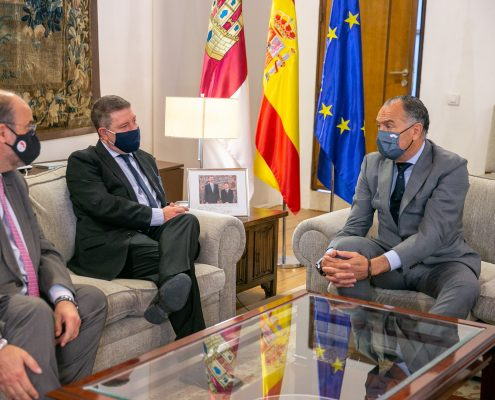 Toledo, 22 de abril de 2021.- El presidente de Castilla-La Mancha, Emiliano García-Page, se ha reunido con el alcalde de Tarancón (Cuenca), José Manuel López Carrizo, en el Palacio de Fuensalida. (Fotos: A. Pérez Herrera // JCCM)